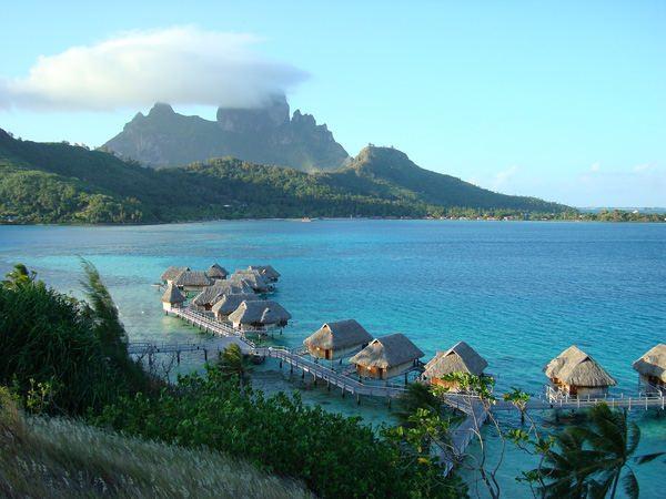 Остров Бора-Бора - вид на лагуну
