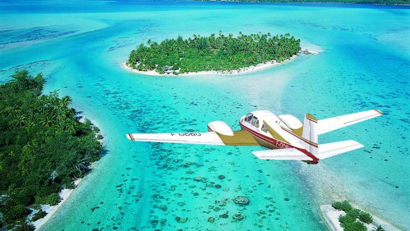 Самолет авиакомпании Air Tahiti, остров Бора-Бора