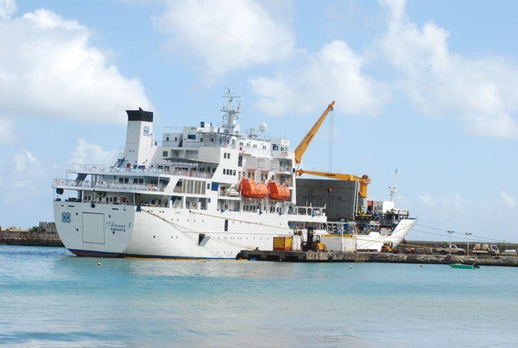 Таити - грузопассажирский лайнер