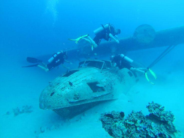 Затонувшие обломки недалеко от международного аэропорта Фаа, Таити