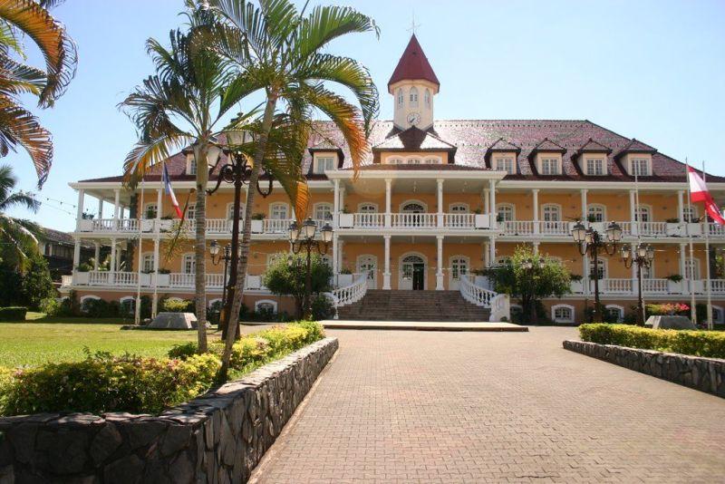 Здание правительства в Папеэтэ, Французская Полинезия.