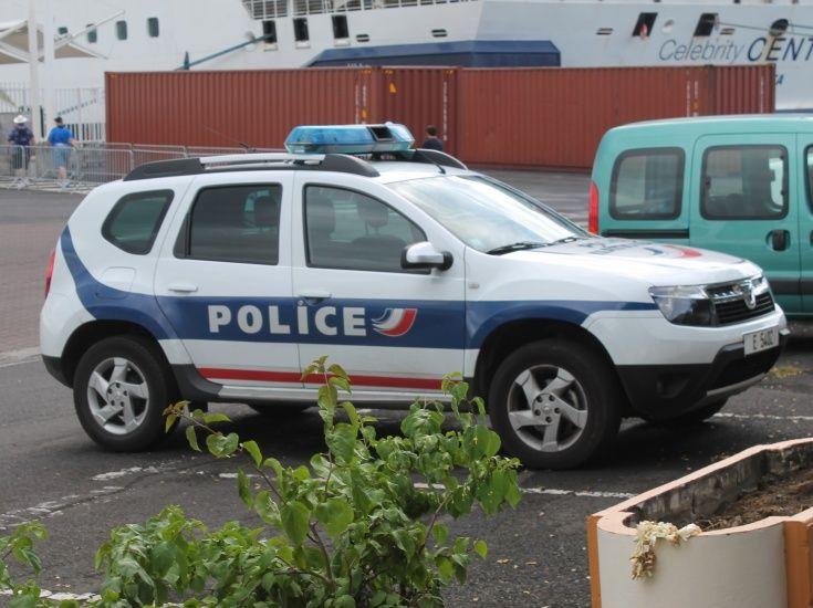 Renault Duster, автомобиль французской полиции, Папеэтэ, Французская Полинезия.